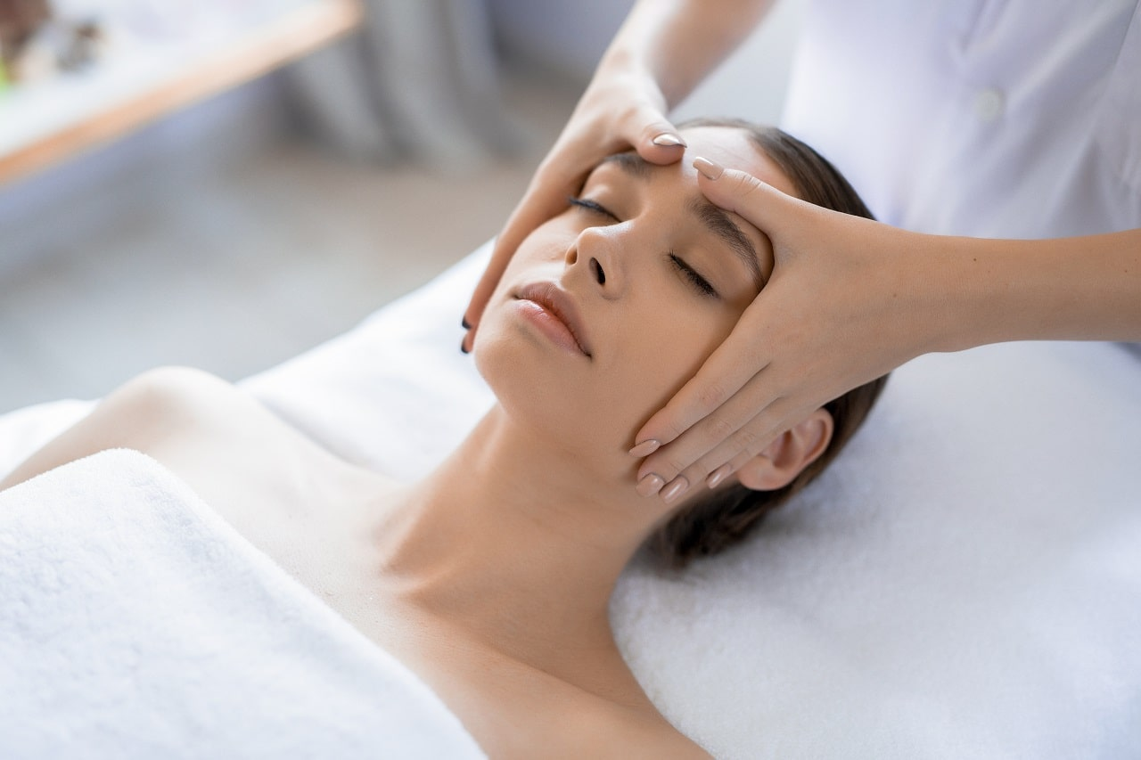 Do Facial Massage To Lose Face Fat