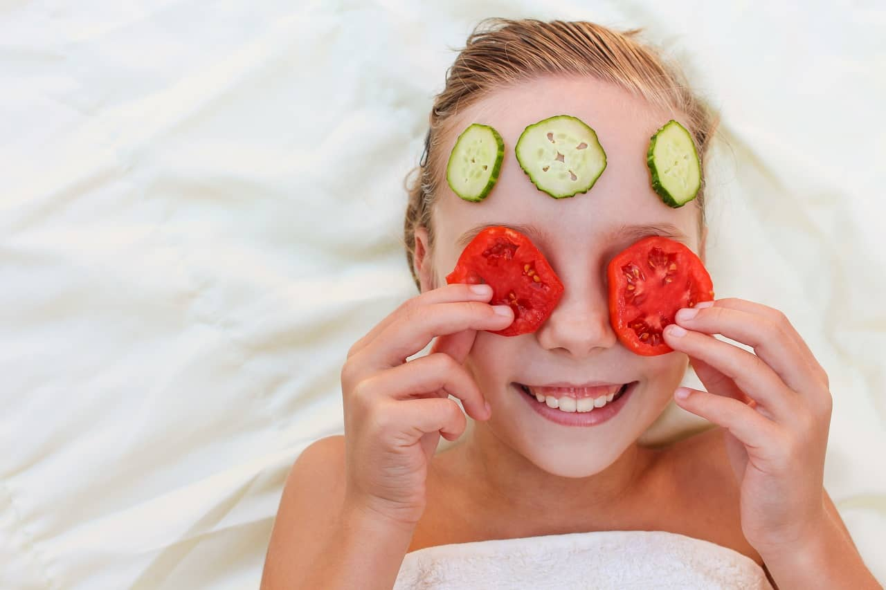 Tomato and Cucumber facemasks for glowing skin